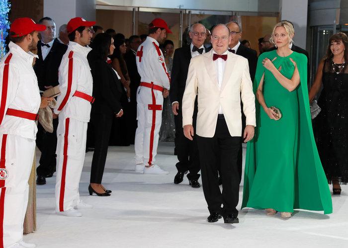 Πριγκίπισσα Σαρλίν: Η πολύ κομψή εμφάνισή της στο ετήσιο Red Cross Gala