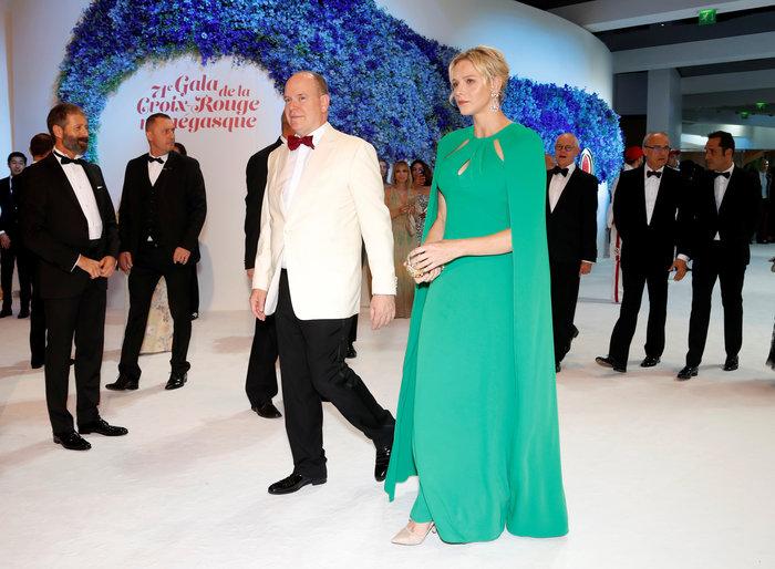 Πριγκίπισσα Σαρλίν: Η πολύ κομψή εμφάνισή της στο ετήσιο Red Cross Gala - εικόνα 2