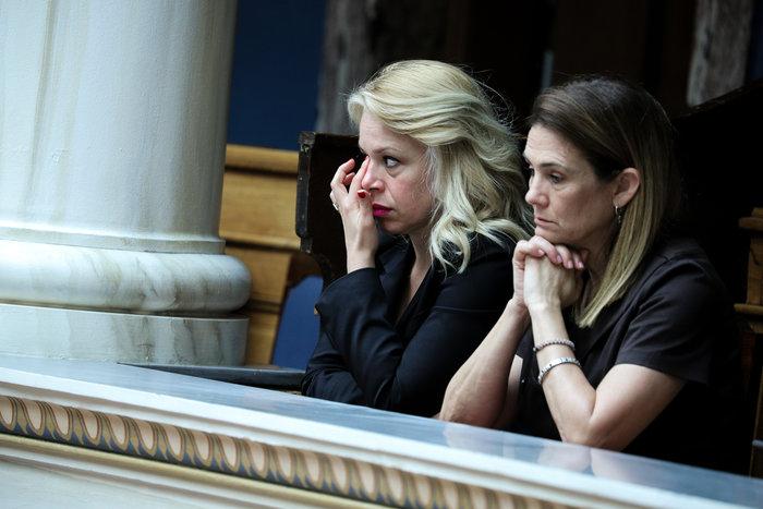 Συγκινημένη στην τελευταία ομιλία του Σταύρου Θεοδωράκη ως επικεφαλής του Ποταμιού στη Βουλή.