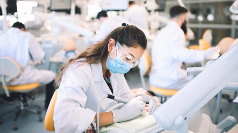 perizitito-to-ptuxio-odontiatrikis-tou-eurwpaikou-panepistimiou-kuprou