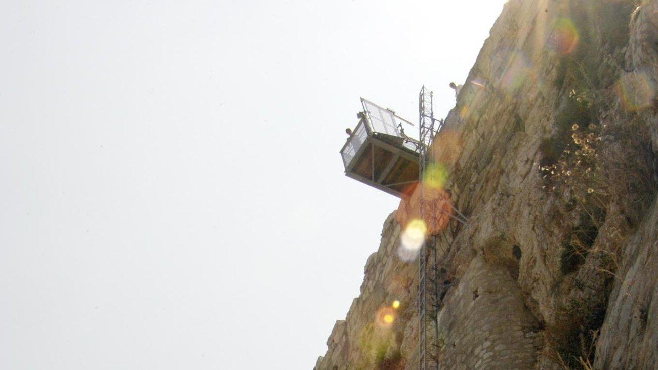 i-15etis-peripeteia-enos-anelkustira-stin-akropoli