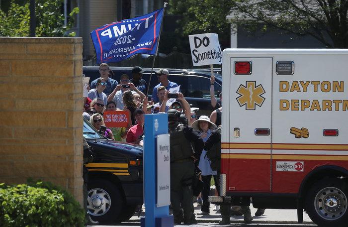 """Ο Τραμπ σε τραυματίες της επίθεσης στο Ντέιτον, """"θερμή"""" υποδοχή διαδηλωτών"""