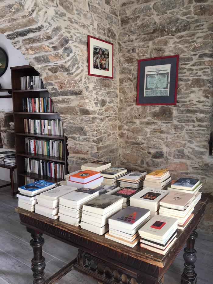 H Σίκινος έχει ένα βιβλιοπωλείο που δε φαντάζεστε
