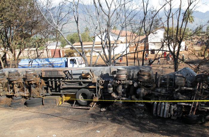 Εξήντα εννέα νεκροί από την έκρηξη βυτιοφόρου στην Τανζανία (φωτό) - εικόνα 2