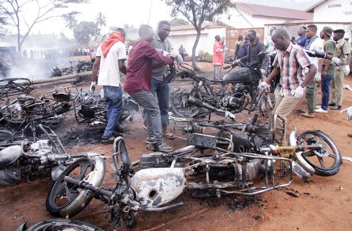 Εξήντα εννέα νεκροί από την έκρηξη βυτιοφόρου στην Τανζανία (φωτό) - εικόνα 3