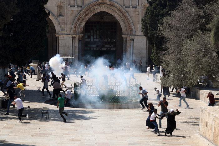 Συγκρούσεις ισραηλινών αστυνομικών και Παλαιστινίων στην Πλατεία Τζαμιών