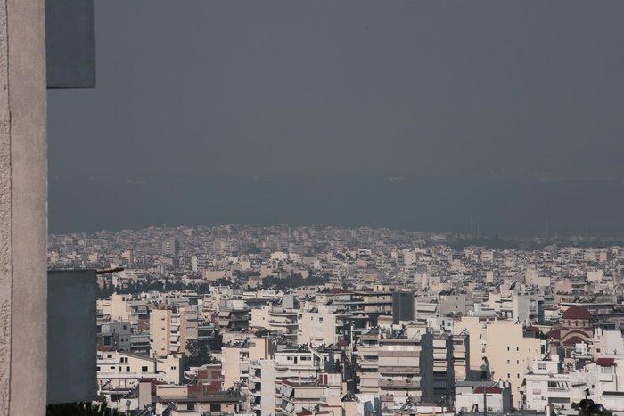 Aποπνικτική η ατμόσφαιρα στην Αττική από τις φωτιές [Εικόνες] - εικόνα 3