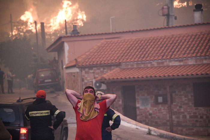 Εύβοια: Στα σπίτια του χωριού Μακρυμάλλη ο πύρινος εφιάλτης - εικόνα 2