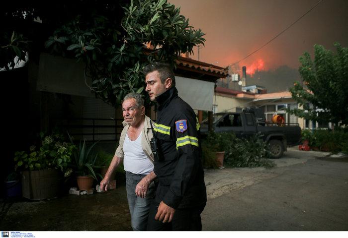 Εύβοια: Στα σπίτια του χωριού Μακρυμάλλη ο πύρινος εφιάλτης - εικόνα 3
