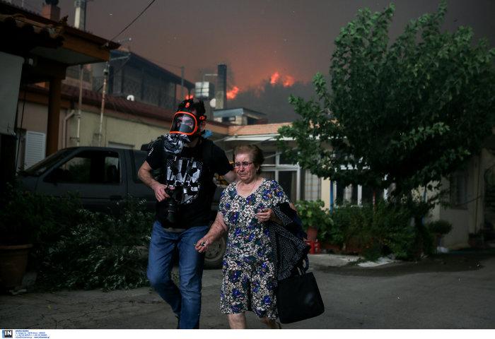 Εύβοια: Στα σπίτια του χωριού Μακρυμάλλη ο πύρινος εφιάλτης - εικόνα 4