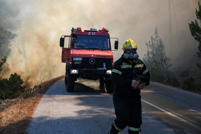 Νύχτα-κόλαση για την Εύβοια-Ολονύχτια μάχη με τις φλόγες - εικόνα 4