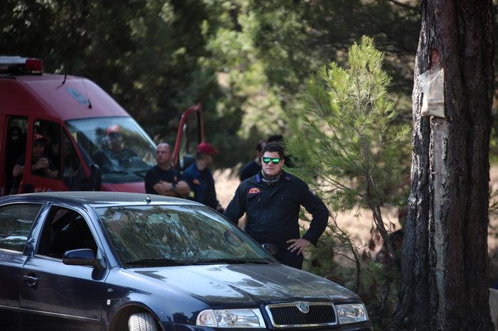 Οι πυροσβέστες στην Εύβοια δαμάζουν τις φλόγες για να σώσουν [Εικόνες] - εικόνα 3