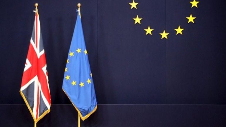 handelsblatt-i-germania-thewrei-pithano-to-atakto-brexit