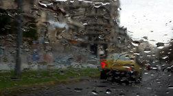 Βόλος: Καταρρακτώδεις βροχές και προβλήματα σε ηλεκτροδότηση