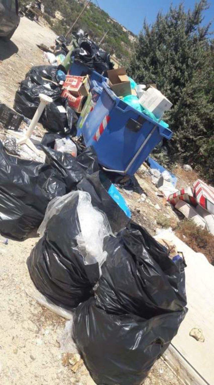 """Εικόνες ντροπής στη Γαύδο - """"Βουνά"""" τα σκουπίδια (φωτό)"""