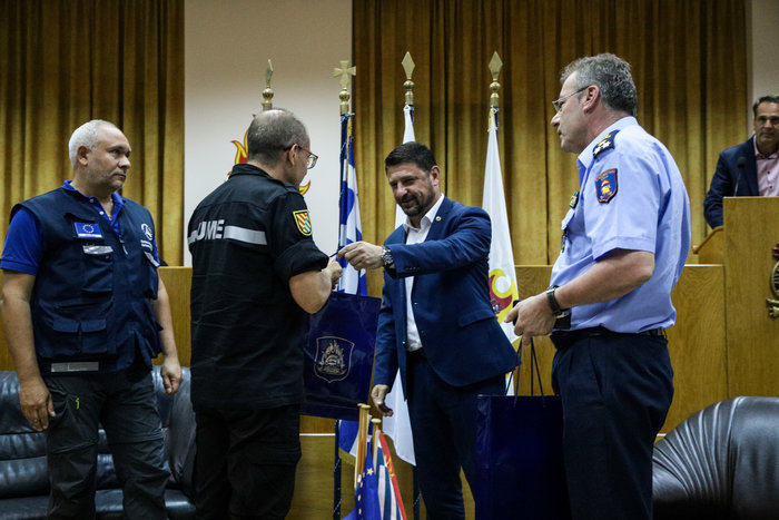 Βράβευση Ιταλών και Ισπανών πιλότων για τη φωτιά στην Εύβοια (φωτό)