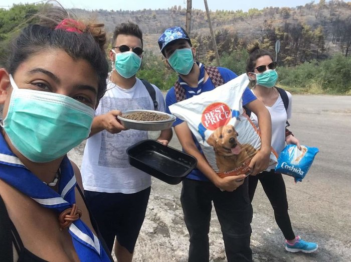 Εύβοια: Οι πρόσκοποι έδωσαν φαγητό & νερό στους πυροσβέστες (φωτό) - εικόνα 2