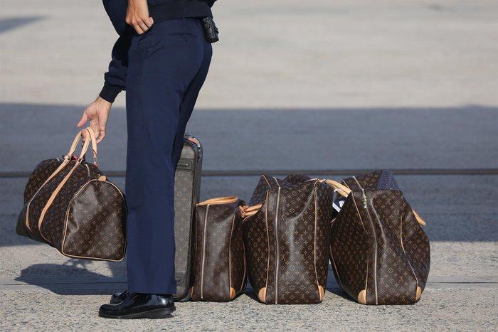 Μελάνια Τραμπ: Με αμέτρητες Louis Vuitton και φλοράλ Louboutin στιλέτο - εικόνα 2