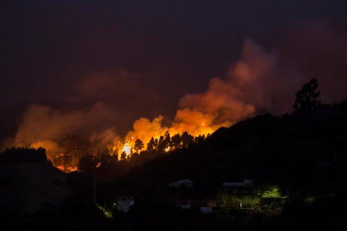Οκτώ χιλιάδες άνθρωποι απομακρύνθηκαν λόγω της φωτιάς (φωτό)