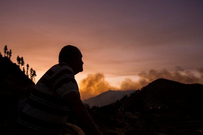 Οκτώ χιλιάδες άνθρωποι απομακρύνθηκαν λόγω της φωτιάς (φωτό) - εικόνα 2