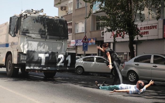 Τουρκία: Με δακρυγόνα διαλύθηκε η διαδήλωση για τους κούρδους δημάρχους - εικόνα 2