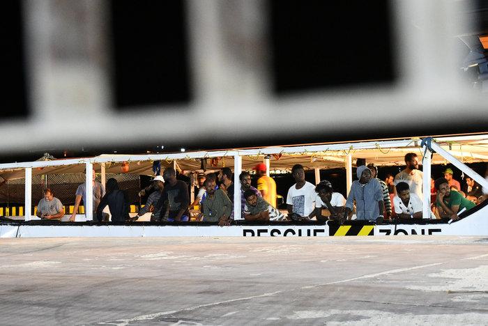 Tέλος στην οδύσσεια: Στη Λαμπεντούζα οι μετανάστες του Open Arms - εικόνα 5