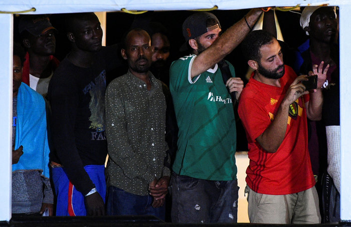 Tέλος στην οδύσσεια: Στη Λαμπεντούζα οι μετανάστες του Open Arms - εικόνα 2