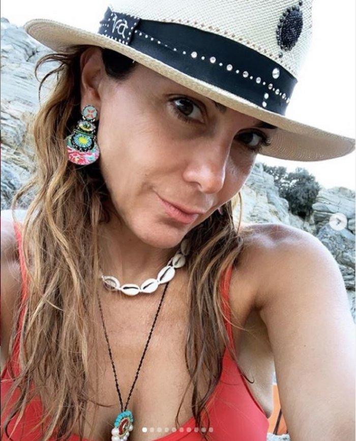 Δέσποινα Βανδή: Χωρίς ίχνος μακιγιάζ στην αγκαλιά των αγαπημένων της