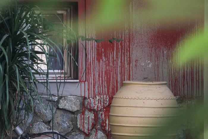 Eπίθεση του Ρουβίκωνα σε εστιατόριο στο Χαλάνδρι (φωτό) - εικόνα 3