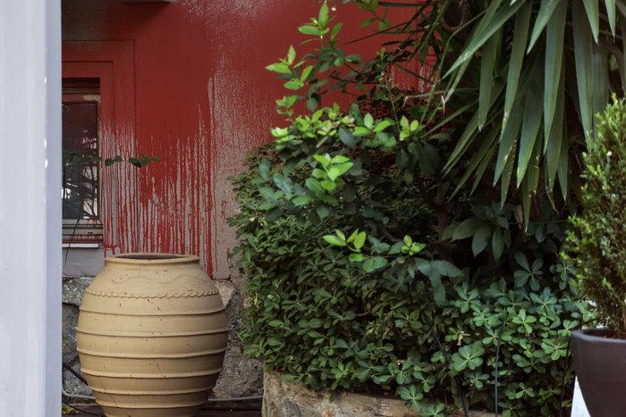 Eπίθεση του Ρουβίκωνα σε εστιατόριο στο Χαλάνδρι (φωτό) - εικόνα 4