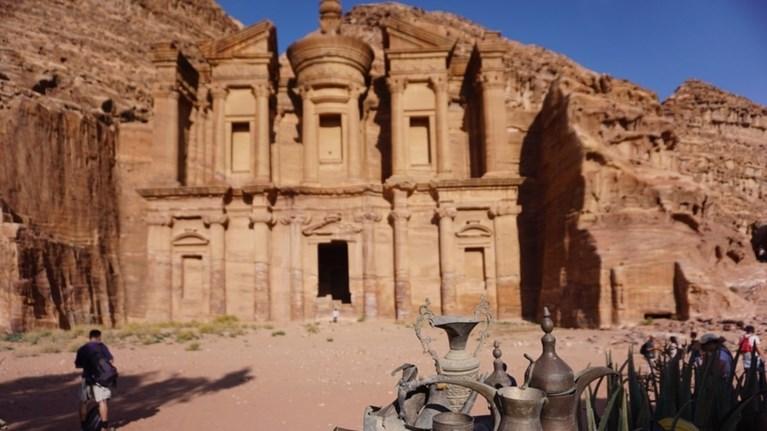 purobolismoi-se-touristiko-lewforeio-stin-iordania