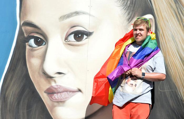 H Aριάνα Γκράντε επέστρεψε στο Μάντσεστερ δύο χρόνια μετά την τραγωδία