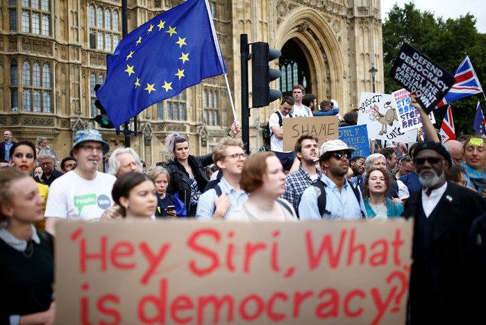 Brexit: 1 εκατ. υπογραφές κατά της απόφασης του Τζόνσον