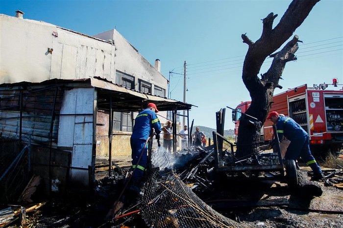 Εικόνες από τη φωτιά στην Αρτέμιδα