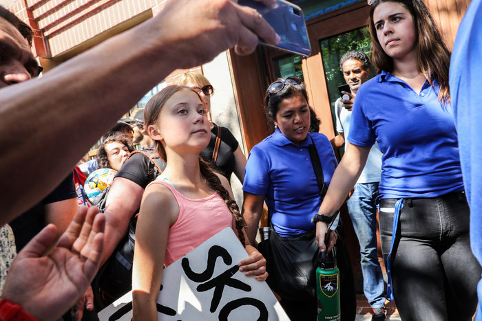 Η Γκρέτα Τούνμπεργκ και εκατοντάδες διαδηλώνουν έξω από την έδρα του ΟΗΕ - εικόνα 2