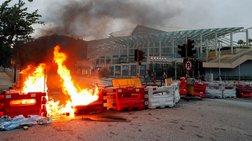 Χονγκ Κόνγκ: Αυτοσχέδια οδοφράγματα, πλημμύρισε σταθμός μετρό