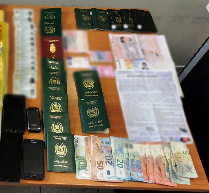 Δύο συλλήψεις αλλοδαπών για πλαστογράφηση εγγράφων μεταναστών