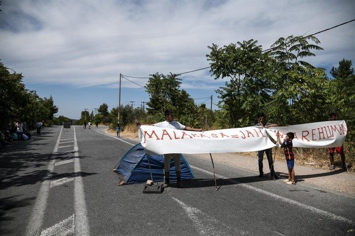 Μαλακάσα: Διαμαρτυρία μεταναστών στον παράδρομο της Εθνικής - εικόνα 2