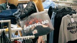 Nielsen: Παρά τη δυναμική των online αγορών υπερτερεί το κατάστημα