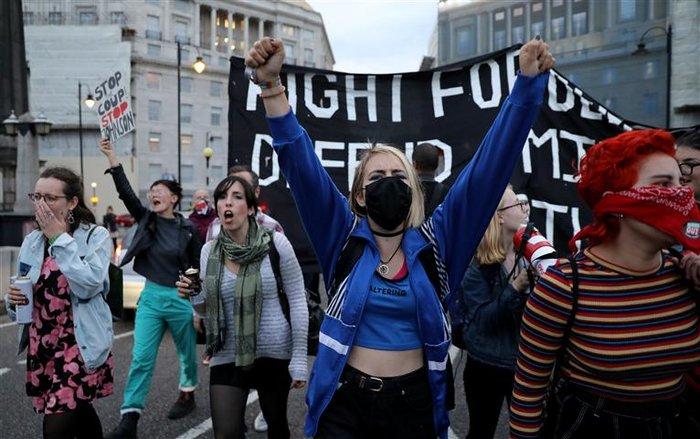 Νέα μάχη στο βρετανικό Κοινοβούλιο με το βλέμμα στις εκλογές - εικόνα 2