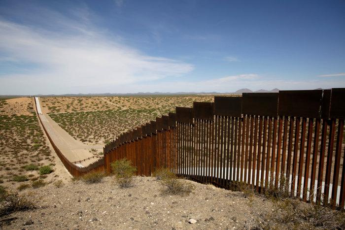 3,6 δισ. δολάρια από το Πεντάγωνο για το τείχος στο Μεξικό