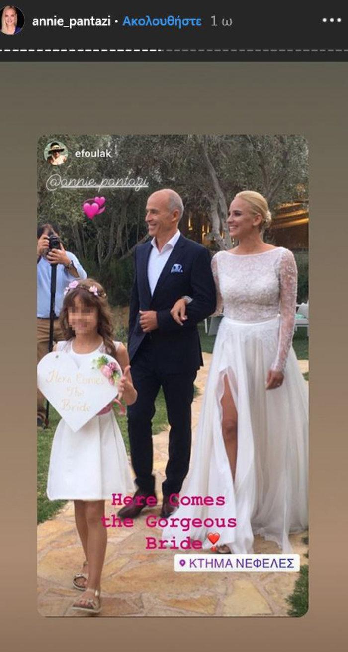 Υπέροχη νύφη η Άννη Πανταζή: Με στολισμένα στεφάνια ρυθμικής τα παρανυφάκια - εικόνα 7