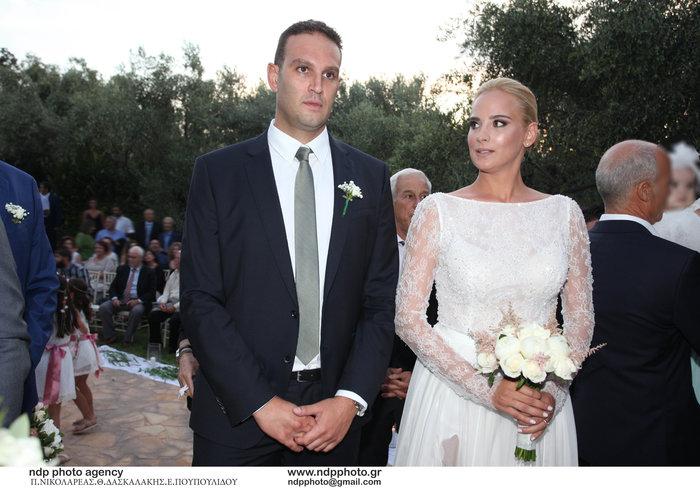 Υπέροχη νύφη η Άννη Πανταζή: Με στολισμένα στεφάνια ρυθμικής τα παρανυφάκια - εικόνα 8