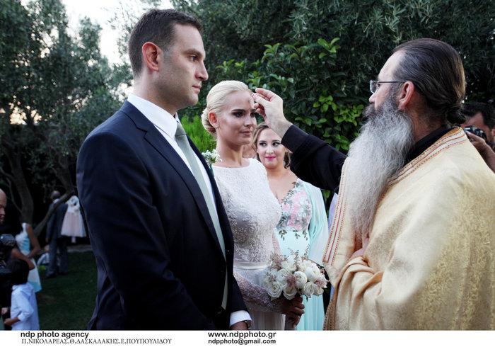 Υπέροχη νύφη η Άννη Πανταζή: Με στολισμένα στεφάνια ρυθμικής τα παρανυφάκια - εικόνα 9