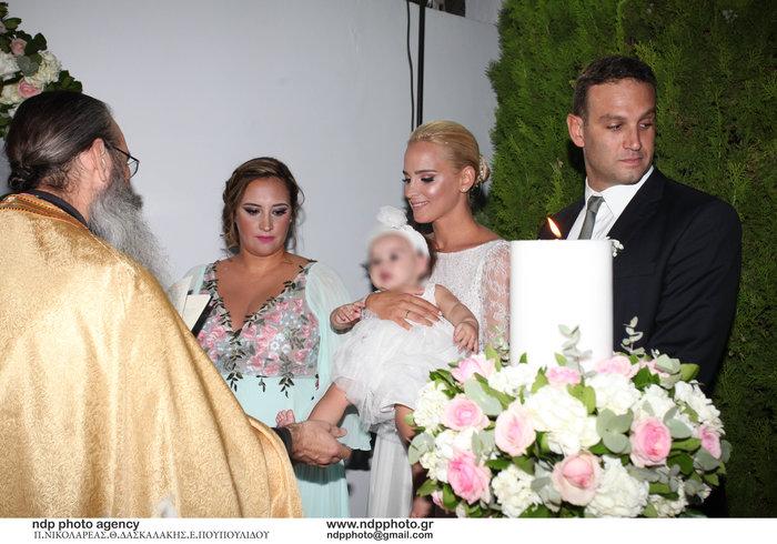Υπέροχη νύφη η Άννη Πανταζή: Με στολισμένα στεφάνια ρυθμικής τα παρανυφάκια - εικόνα 12