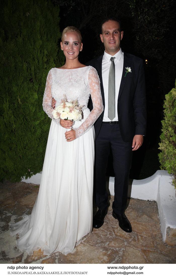 Υπέροχη νύφη η Άννη Πανταζή: Με στολισμένα στεφάνια ρυθμικής τα παρανυφάκια - εικόνα 17