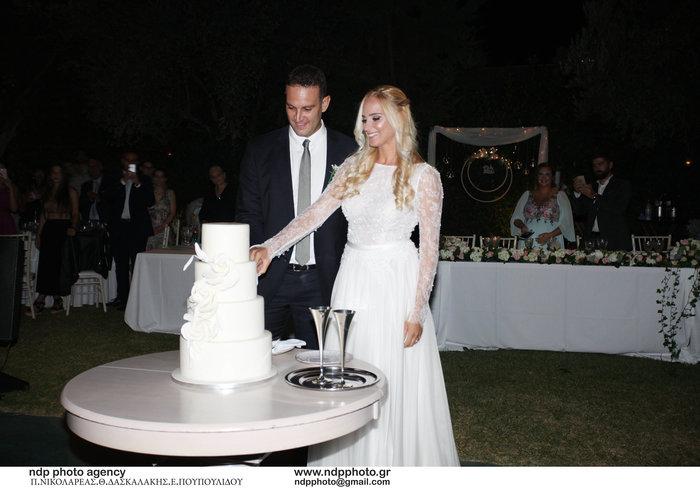 Υπέροχη νύφη η Άννη Πανταζή: Με στολισμένα στεφάνια ρυθμικής τα παρανυφάκια - εικόνα 18
