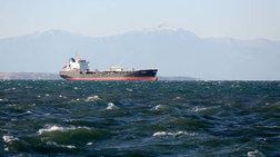 Στο λιμάνι της Σύρου ρυμουλκείται το φορτηγό πλοίο ''Μιχάλης''
