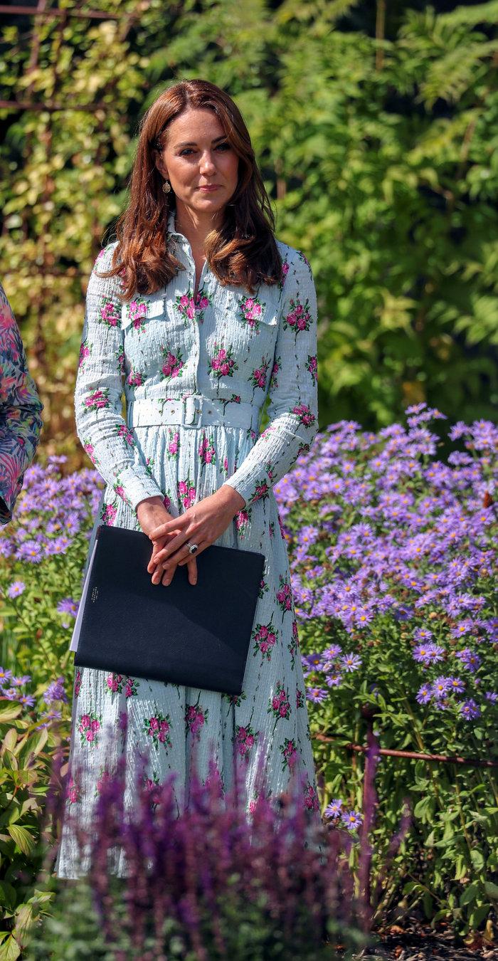 Η Κέιτ Μίντλετον σε εγκαίνια πάρκου με υπέροχο ρομαντικό φόρεμα!