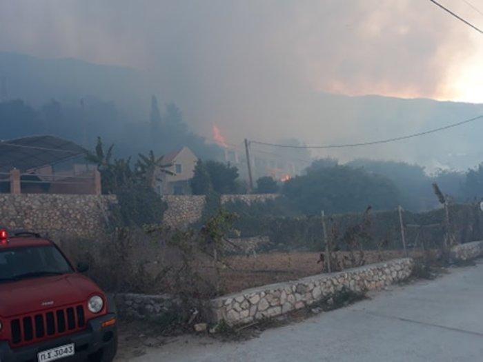Υπό μερικό έλεγχο η φωτιά στα Λουρδάτα Κεφαλονιάς- Εκκενώθηκε το χωριό - εικόνα 4